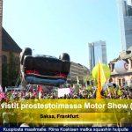 Tuhannet ympäristöaktivistit protestoivat International Motor Show (IAA) -porttien ulkopuolella.