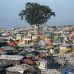 Bangladesh rakentaa piikkilanka aidat pakolaisleirien ympärille