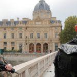 """Pariisin poliisi-veitsimiehellä oli """"radikalisoitunut visio islamista"""" -  syyttäjät"""
