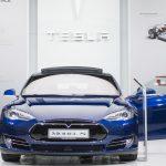 Teslan kuski paloi kuoliaaksi, kun ensihoitajat eivät saaneet ovia auki