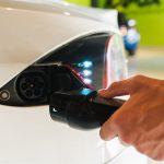 Tutkimus: Olisiko aiheellista vähentää oman autoilun päästöjä?