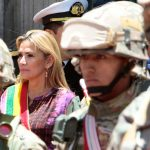 """Bolivian väliaikainen presidentti kutsuu vaalit """"tulevina tunteina"""""""