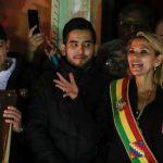 Opposition senaattori julisti itsensä, ilman äänestystä tai pääätösvaltaa, Bolivian väliaikaiseksi presidentiksi