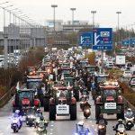 Ranskalaiset maanviljelijät jyristivät 1000 traktorilla Pariisiin