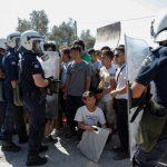Kreikka sulkee ylikansoitetut pakolaisleirit syrjäisillä saarilla