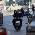 Mielenosoittajat tukkivat maanantaina Libanonin teitä, halvaannuttaen liikenteen pääkaupungissa ja pääteillä