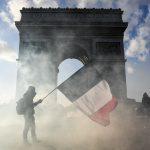 """Ranskan """"Keltaliivien"""" mielenosoitukset kestäneet jo yli vuoden"""