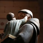 Lähes puolet papeista suhtautuu eutanasiaan myönteisesti – naiset miehiä sallivampia