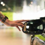 Väärä polttoaine, lemmikki tai tupakka voi syödä jopa tuhansia euroja autosi arvosta – näin vältät kalliiksi käyvät virheet