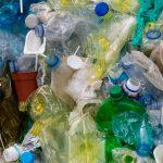 4 helppoa tapaa vähentää muovijätettä kylppärissä