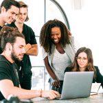 Millenniaalit arvostavat työssään omaa työpistettä, lyhyttä työmatkaa ja joustavia etätyömahdollisuuksia